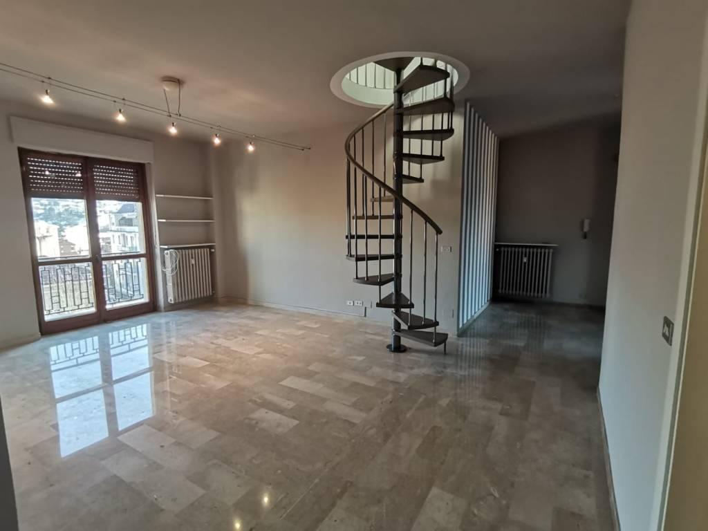 Appartamento in affitto a Alba, 5 locali, prezzo € 750 | CambioCasa.it