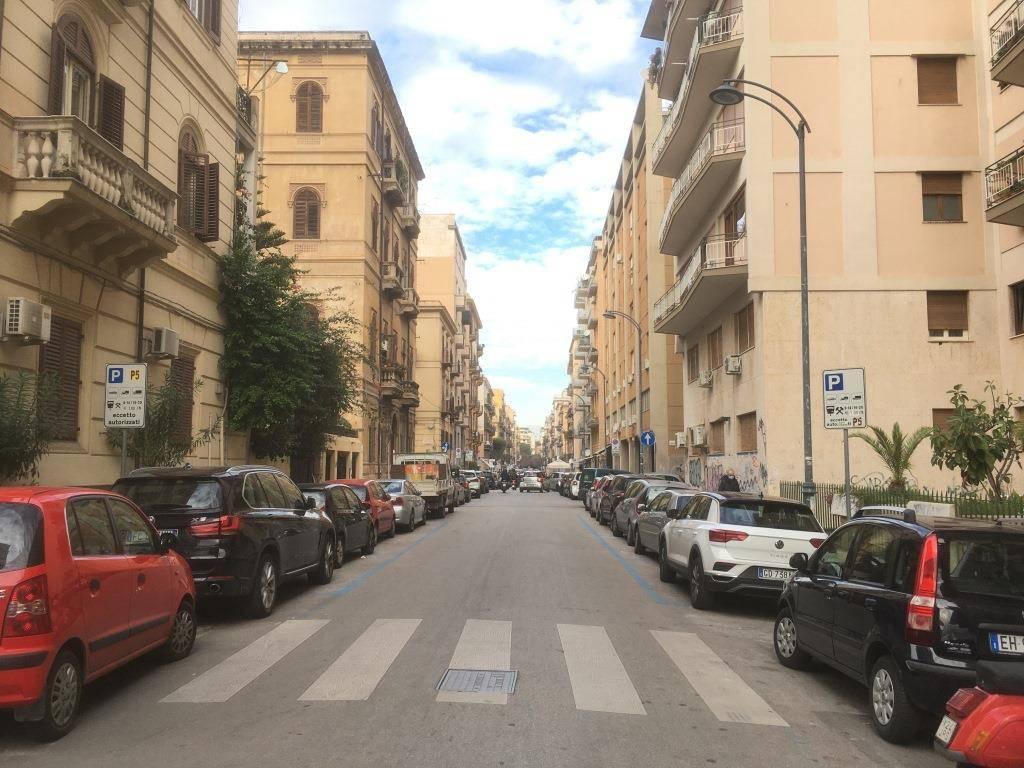 Appartamento in Affitto a Palermo Centro: 4 locali, 180 mq