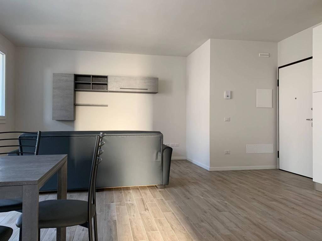 Appartamento in Affitto a Quarrata Centro: 5 locali, 93 mq