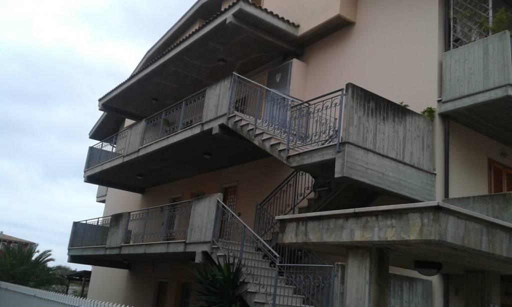 Appartamento in affitto a Città Sant'Angelo, 2 locali, prezzo € 400 | CambioCasa.it