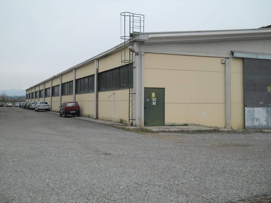 Magazzino in affitto a Turate, 9999 locali, prezzo € 5.000 | PortaleAgenzieImmobiliari.it