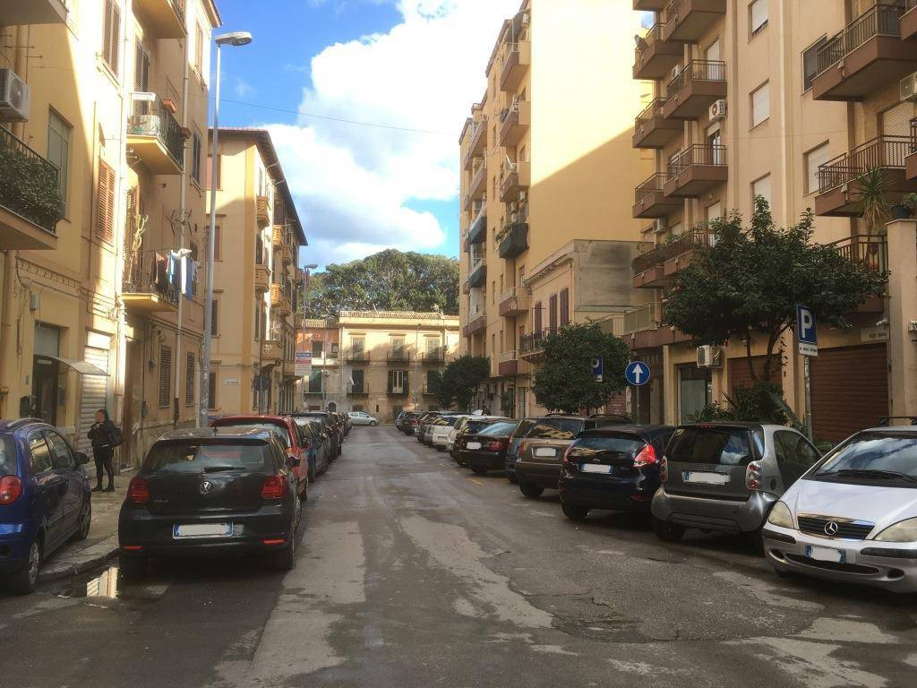 Appartamento in Affitto a Palermo Centro: 2 locali, 70 mq