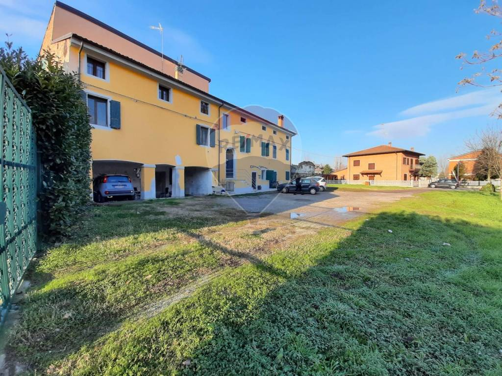 Appartamento in Affitto a Castelfranco Emilia Periferia: 5 locali, 132 mq