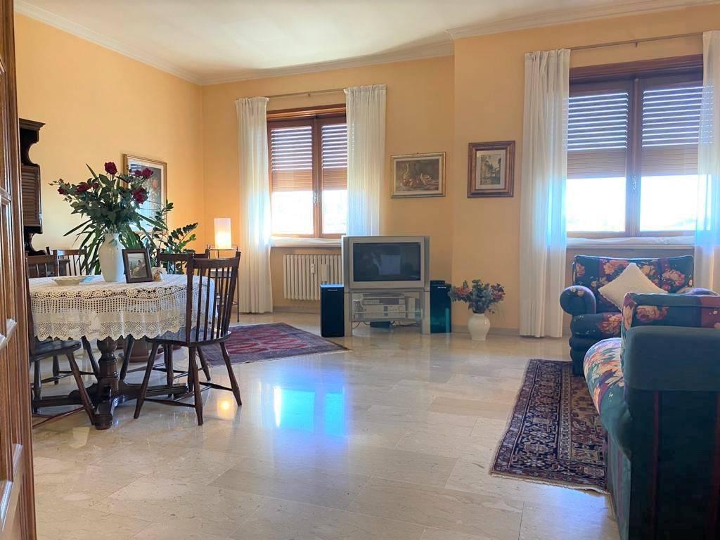Appartamento in vendita a Trofarello, 6 locali, prezzo € 229.000 | CambioCasa.it
