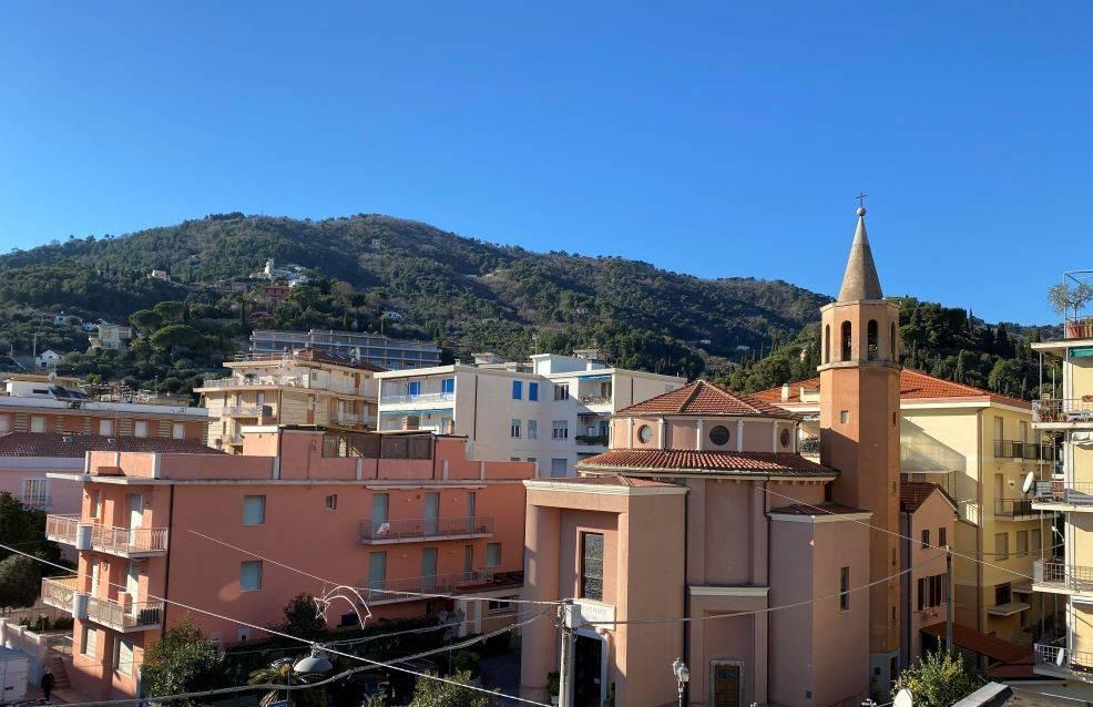 Appartamento in vendita a Alassio, 2 locali, prezzo € 385.000 | CambioCasa.it