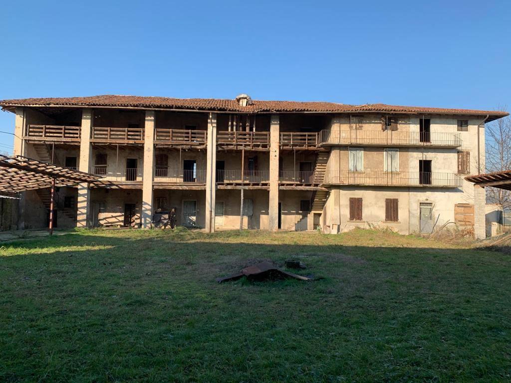 Rustico / Casale in Vendita a Stezzano