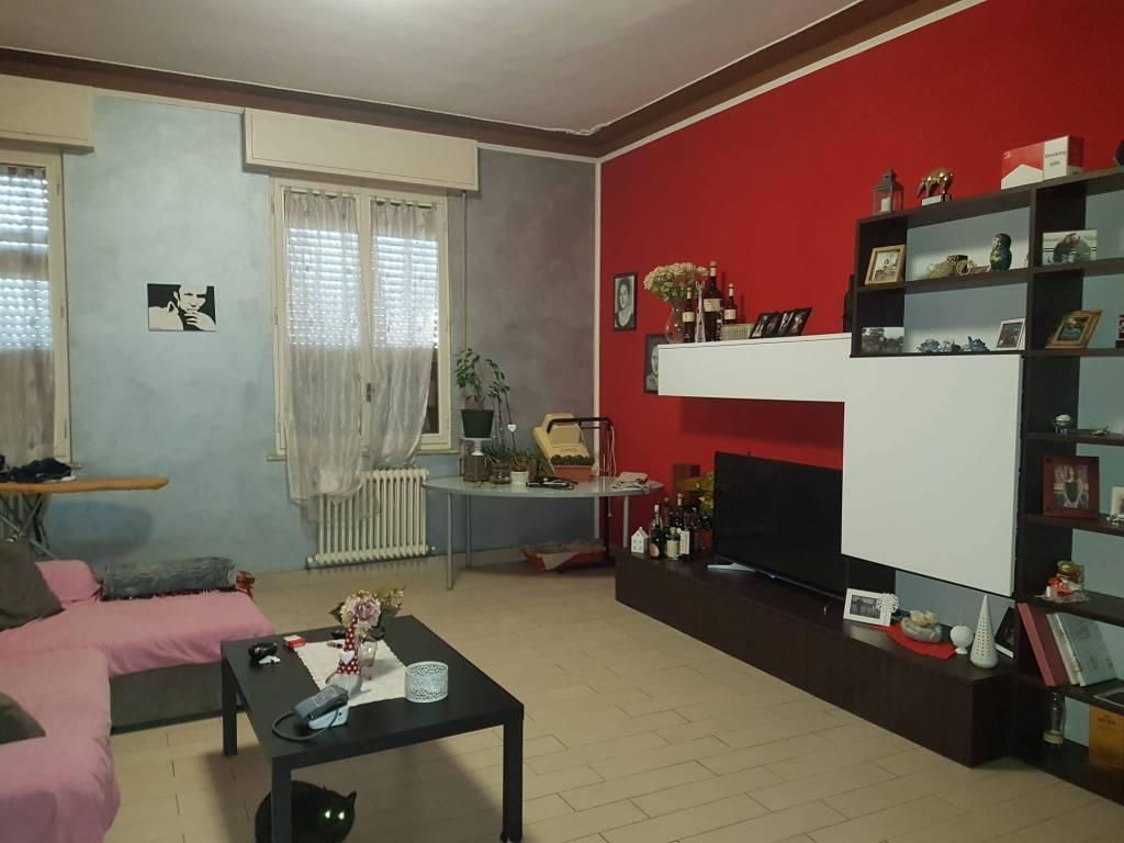 Appartamento in vendita a Viadana, 4 locali, prezzo € 92.000   CambioCasa.it