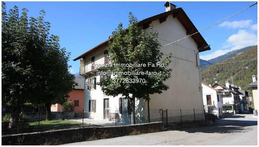 Soluzione Indipendente in vendita a Malesco, 14 locali, prezzo € 200.000 | CambioCasa.it