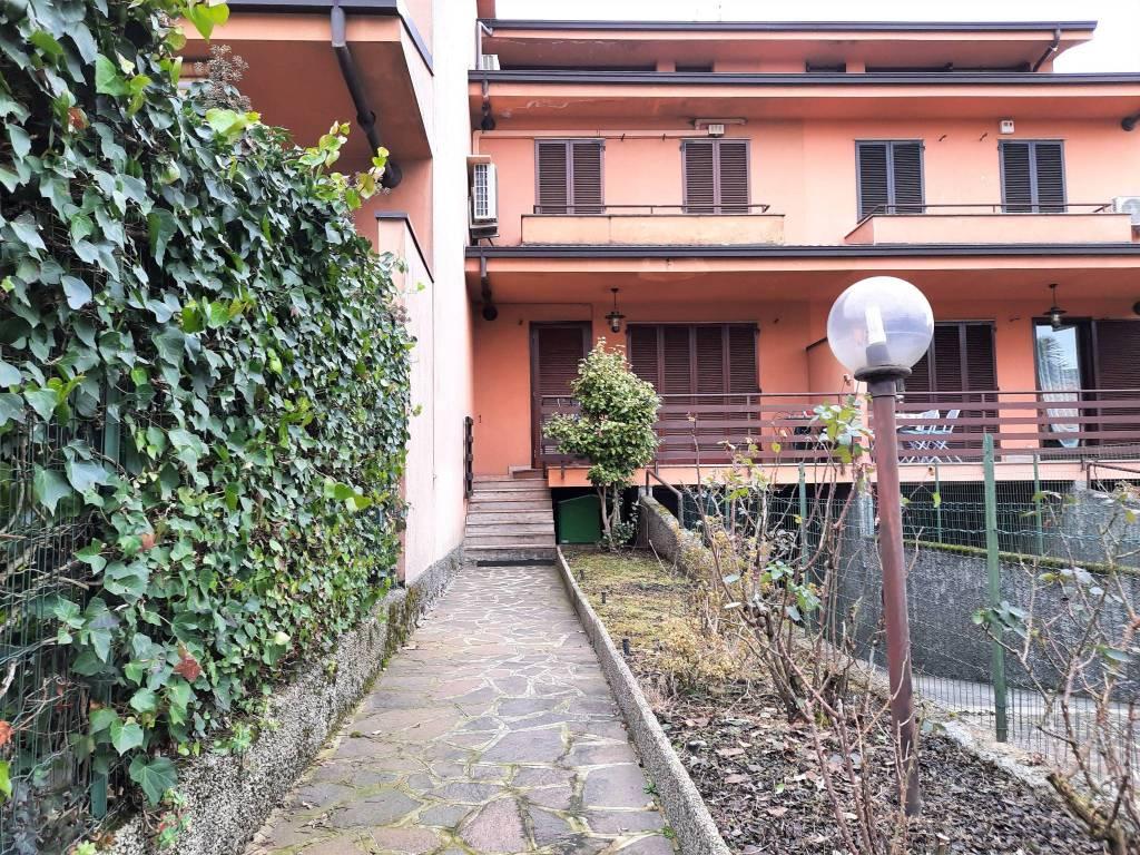 Villetta in Vendita a Rodano Periferia: 5 locali, 197 mq