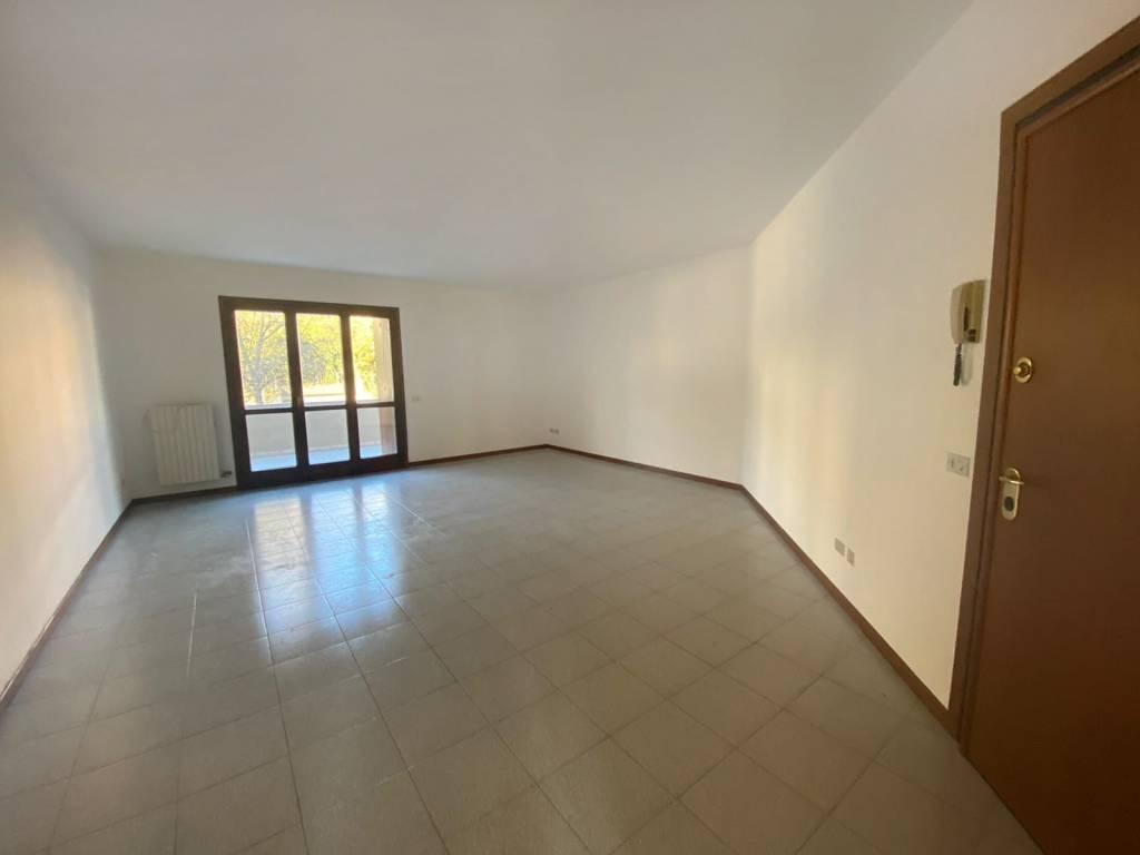 Appartamento in affitto a Calcinato, 3 locali, prezzo € 650 | CambioCasa.it