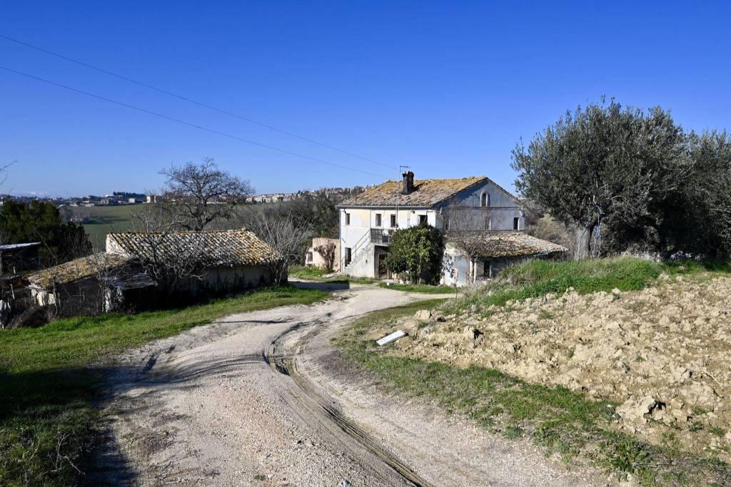 Rustico / Casale da ristrutturare in vendita Rif. 4517354
