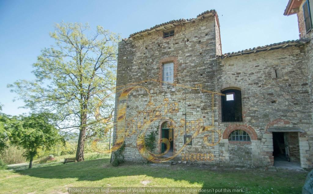 Rustico in Vendita a Agazzano Periferia: 5 locali, 318 mq