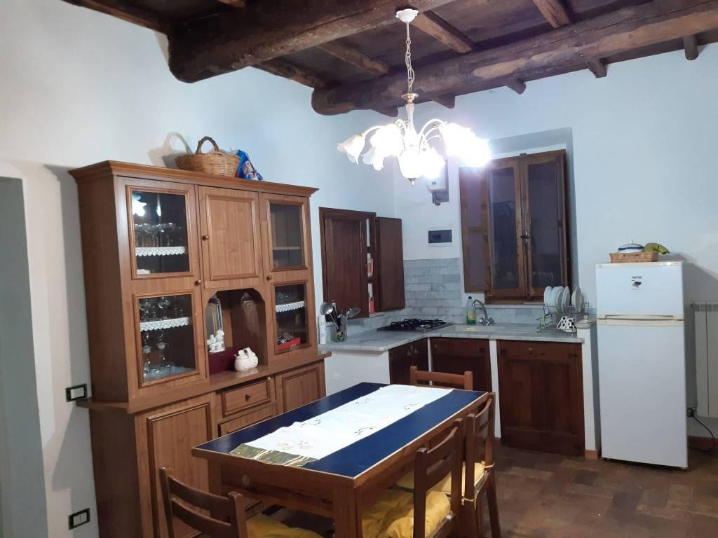 Appartamento in vendita a Barbarano Romano, 6 locali, prezzo € 140.000   CambioCasa.it
