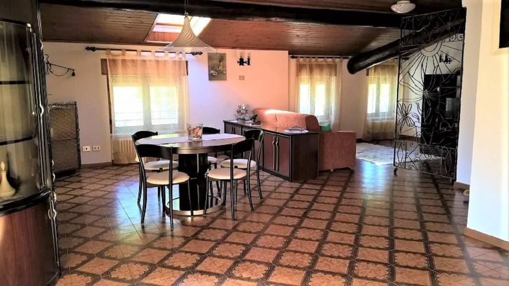 Appartamento in buone condizioni arredato in vendita Rif. 4207690