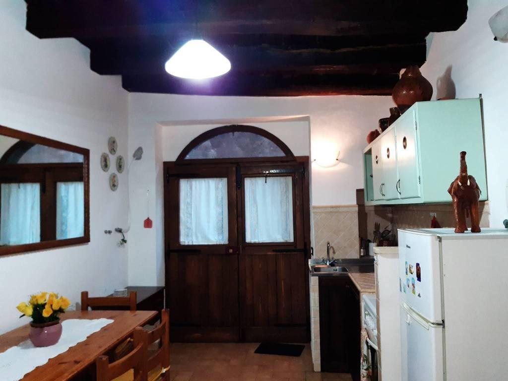 Appartamento in vendita a Barbarano Romano, 4 locali, prezzo € 55.000   CambioCasa.it
