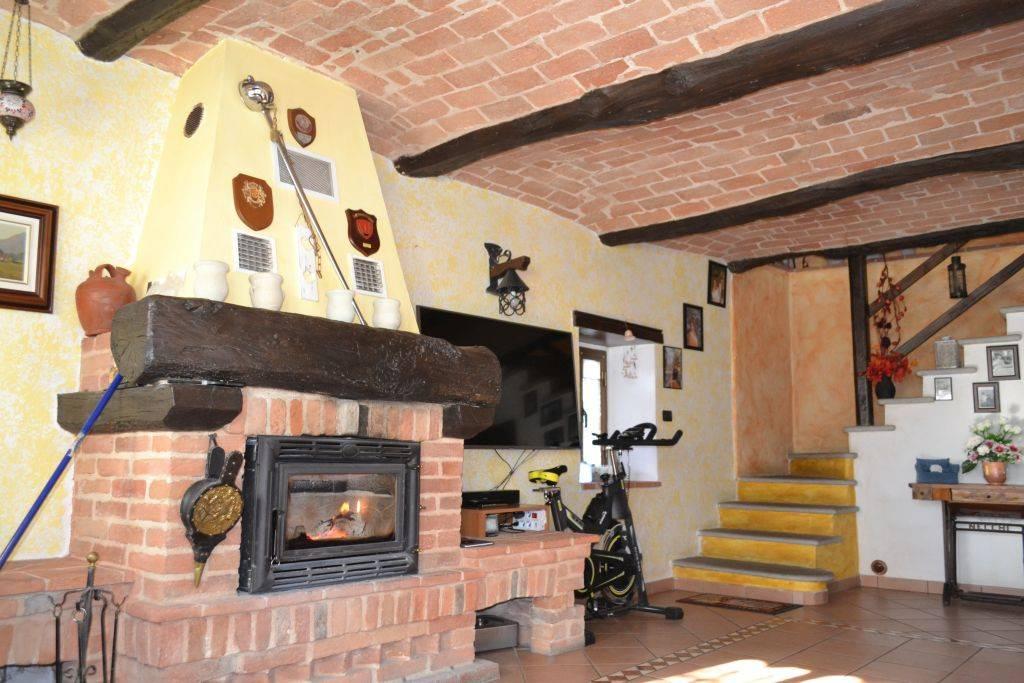 Rustico / Casale in vendita a San Sebastiano da Po, 5 locali, prezzo € 210.000 | CambioCasa.it