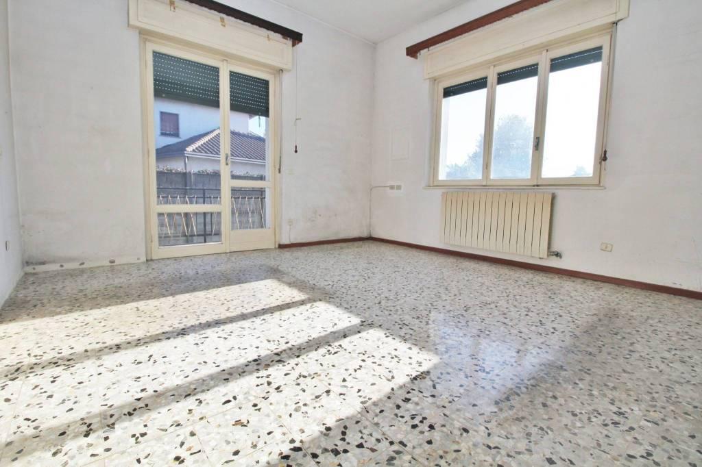 Appartamento in vendita a Gorla Maggiore, 3 locali, prezzo € 58.000 | PortaleAgenzieImmobiliari.it