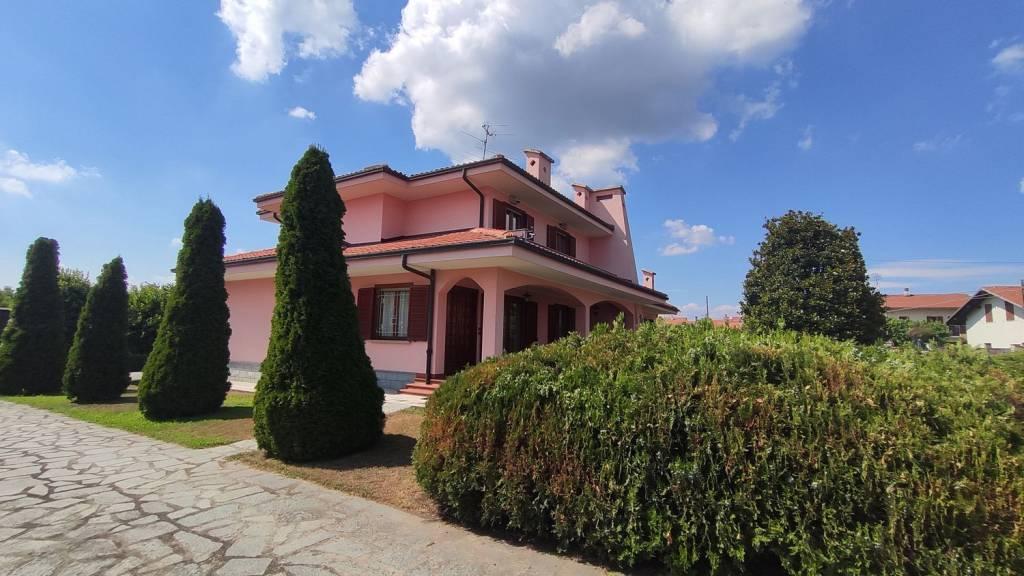 Villa in vendita a Mazzè, 8 locali, prezzo € 320.000 | CambioCasa.it