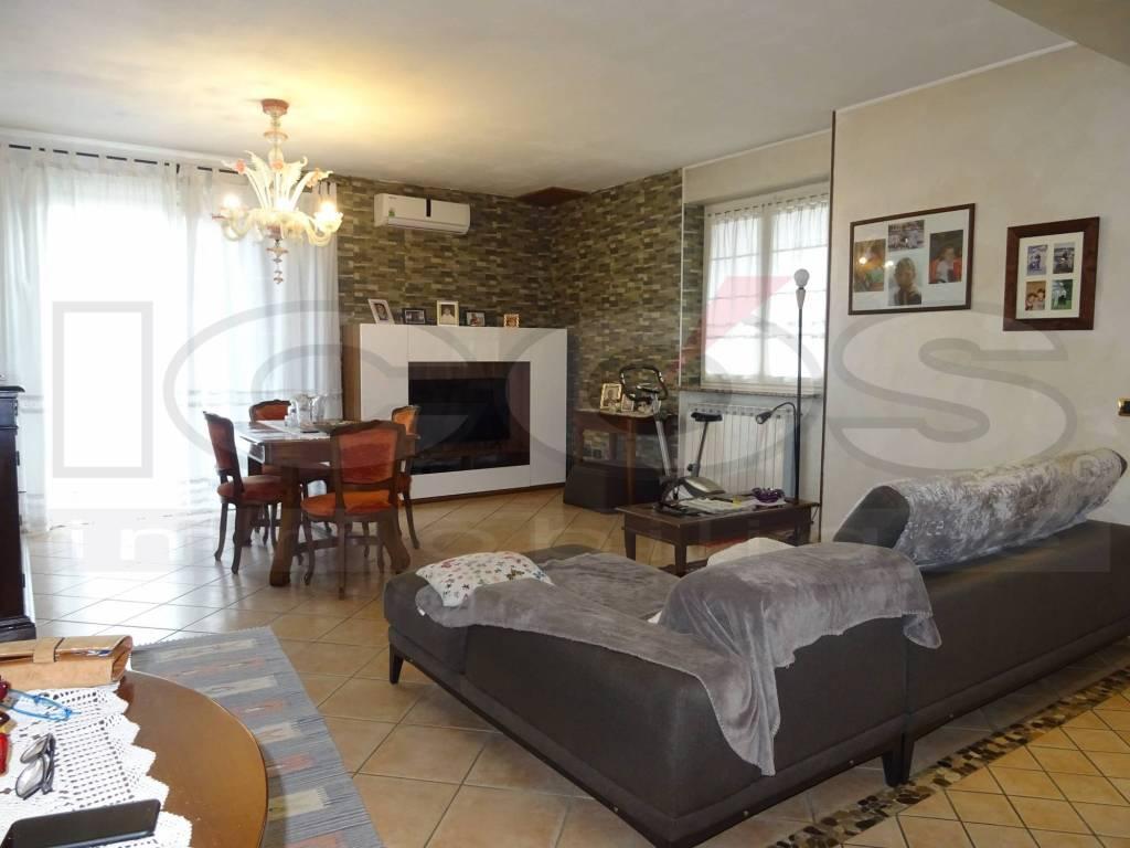 Villa in vendita a Garbagna Novarese, 5 locali, prezzo € 370.000 | PortaleAgenzieImmobiliari.it