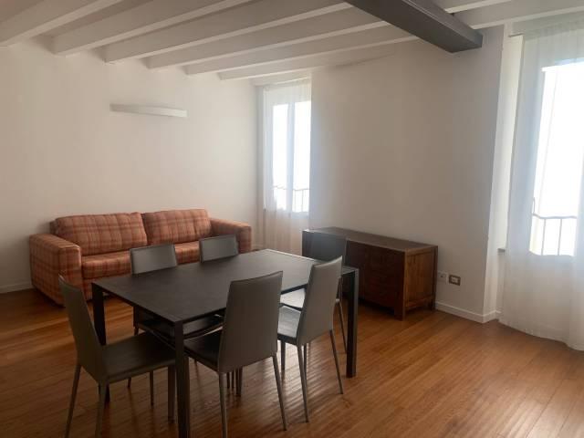 Appartamento in ottime condizioni arredato in affitto Rif. 6828936