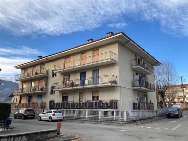 Appartamento in buone condizioni in affitto Rif. 9289280
