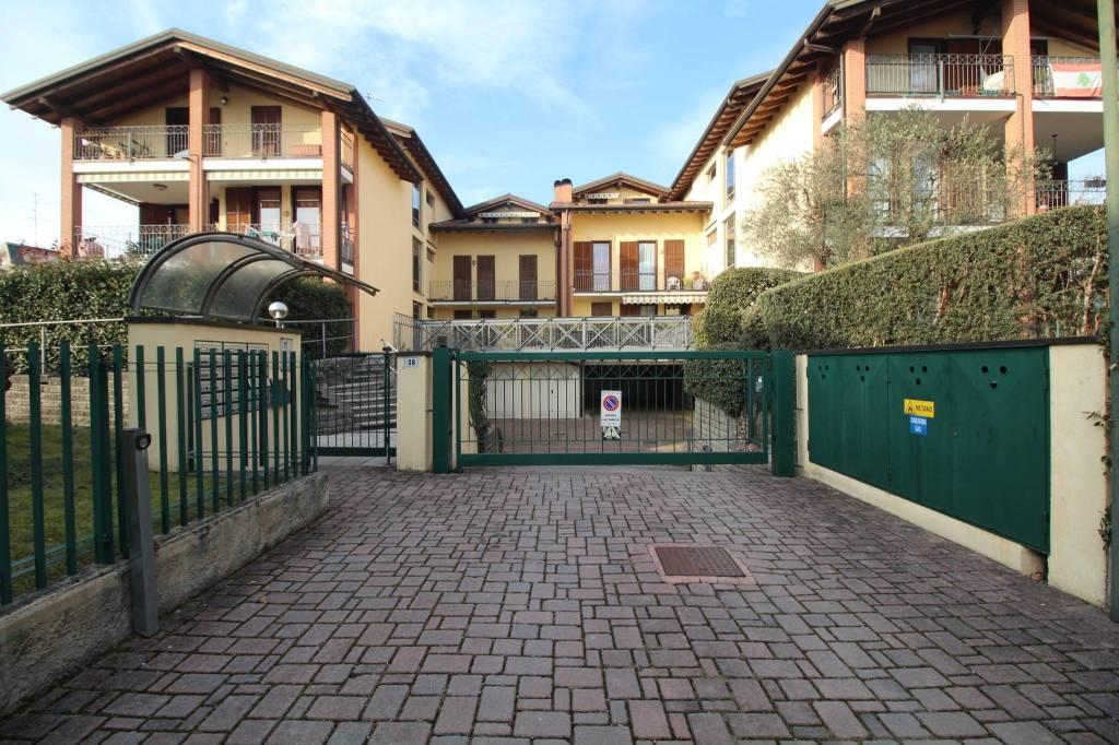 Attico / Mansarda in affitto a Carnago, 3 locali, prezzo € 530 | PortaleAgenzieImmobiliari.it