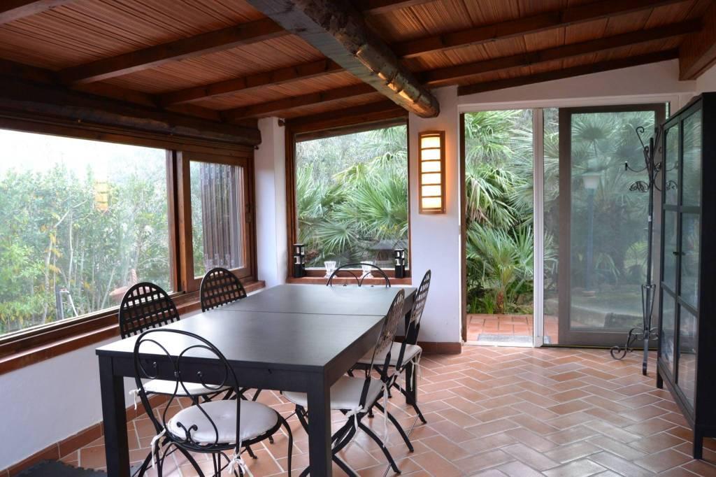 Casale unifamiliare 110 mq. con giardino e uliveto.