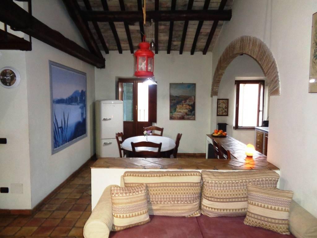 Appartamento in affitto a Bracciano, 2 locali, prezzo € 500 | CambioCasa.it