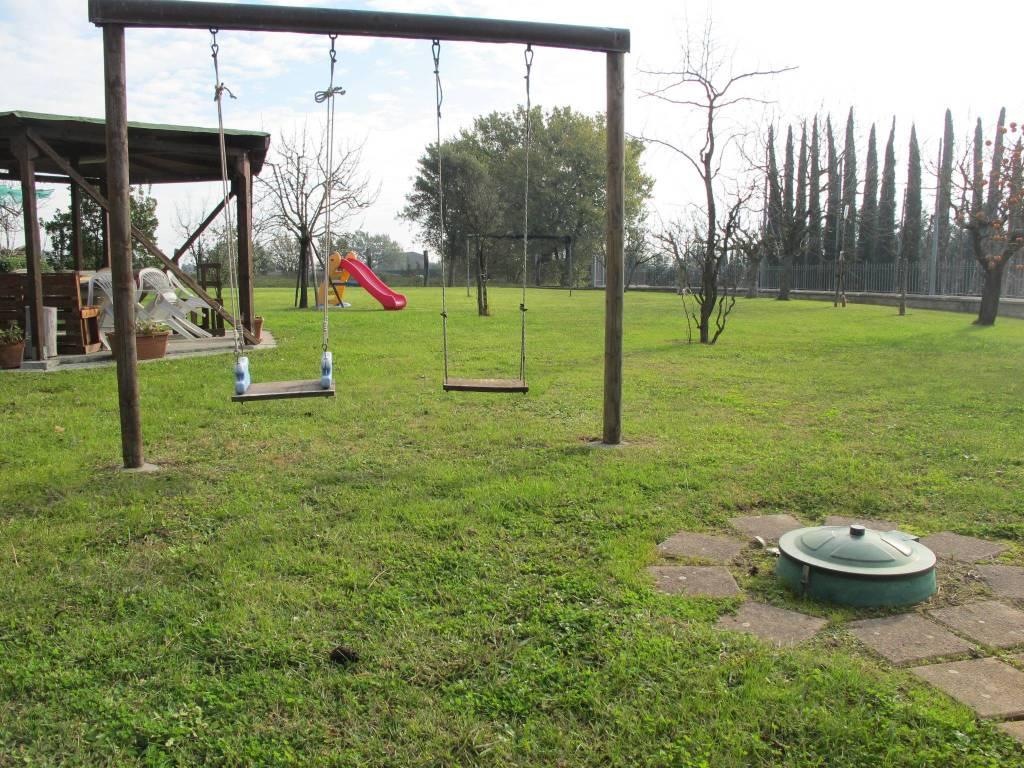 Casa indipendente in Vendita a Pistoia Periferia Est: 5 locali, 120 mq