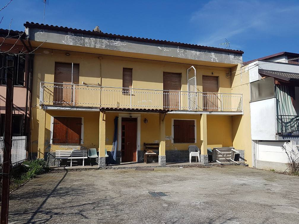 Rustico / Casale in vendita a Tigliole, 7 locali, prezzo € 85.000 | CambioCasa.it