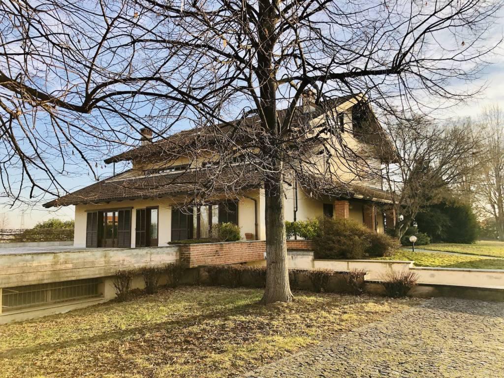 Villa in vendita a Ciriè, 12 locali, prezzo € 990.000   CambioCasa.it