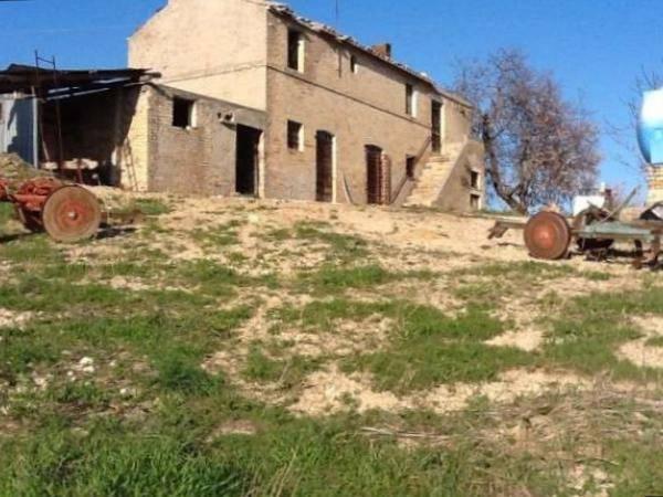 Rustico / Casale da ristrutturare in vendita Rif. 4482538