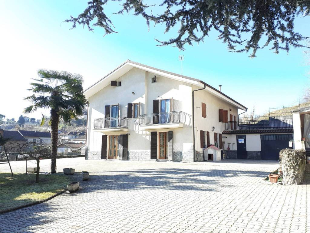 Villa in vendita a San Damiano d'Asti, 9 locali, prezzo € 220.000   PortaleAgenzieImmobiliari.it