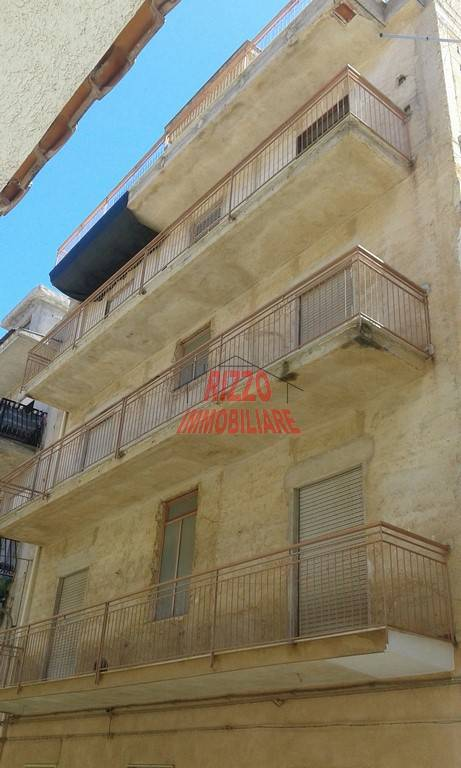 Palazzo / Stabile in vendita a Villabate, 9999 locali, prezzo € 185.000 | CambioCasa.it