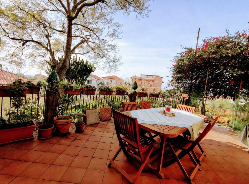 Villa in Vendita a Camporotondo Etneo Centro: 5 locali, 280 mq