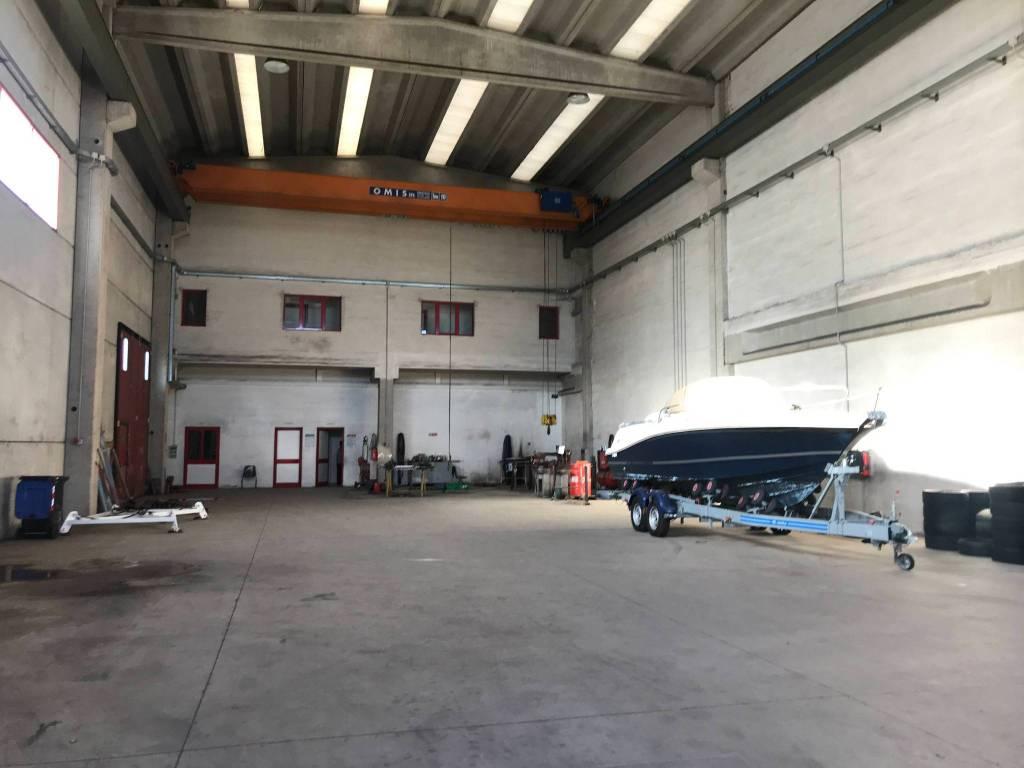Capannone in vendita a Vado Ligure, 9999 locali, prezzo € 550.000 | PortaleAgenzieImmobiliari.it