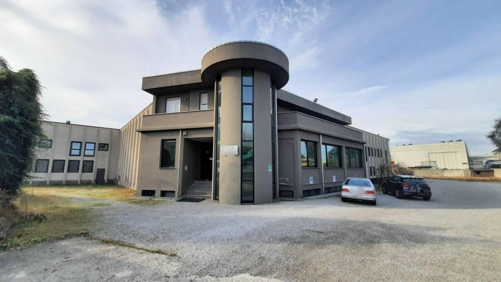 Capannone in affitto a Mariano Comense, 2 locali, Trattative riservate | PortaleAgenzieImmobiliari.it
