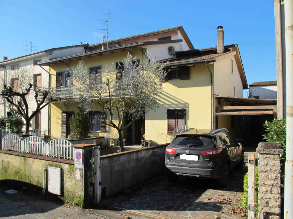Casa indipendente in Vendita a Pistoia Periferia Sud: 5 locali, 267 mq