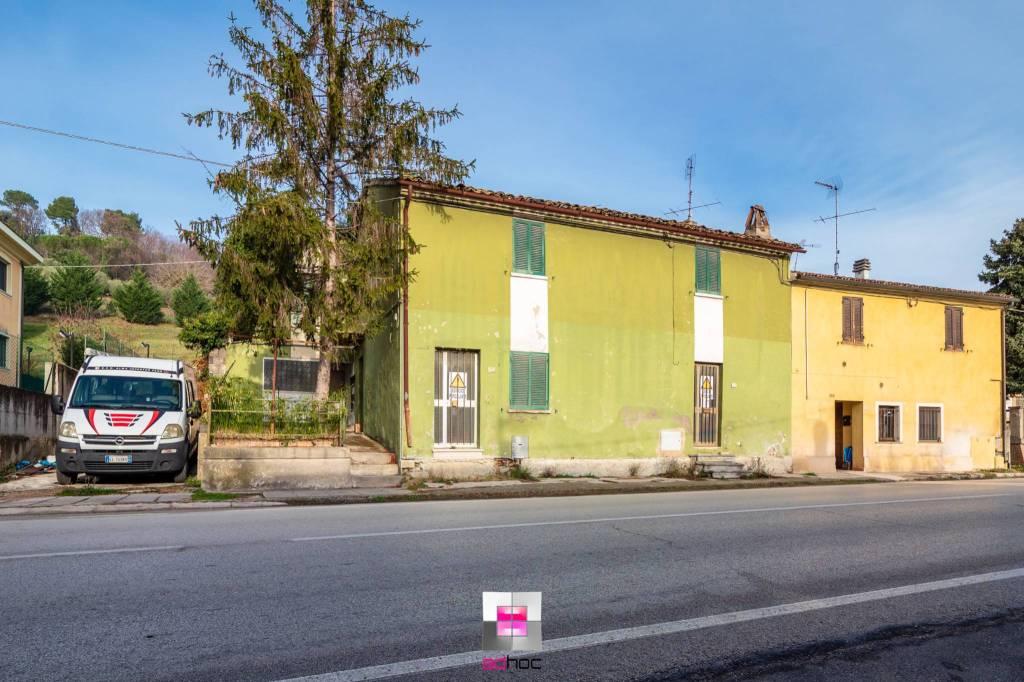 Soluzione Indipendente in vendita a Fano, 6 locali, prezzo € 50.000   CambioCasa.it