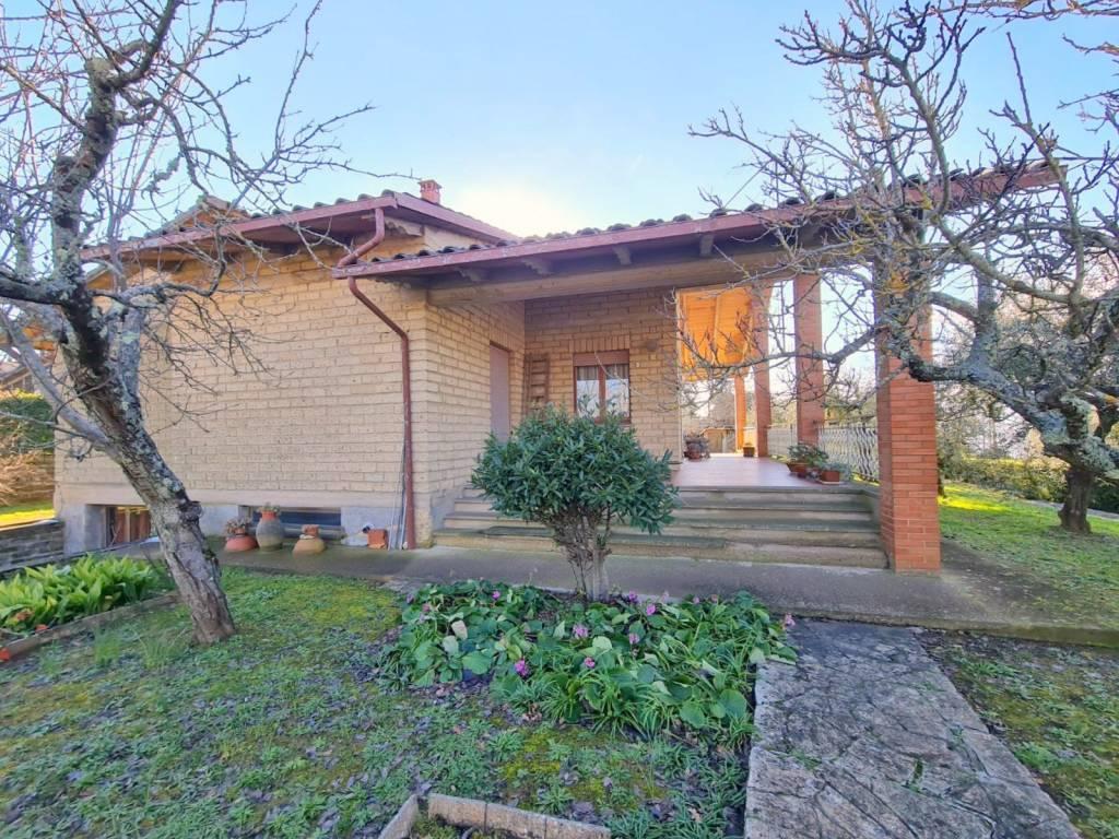 Villa in Vendita a Citta' Della Pieve Centro: 5 locali, 350 mq