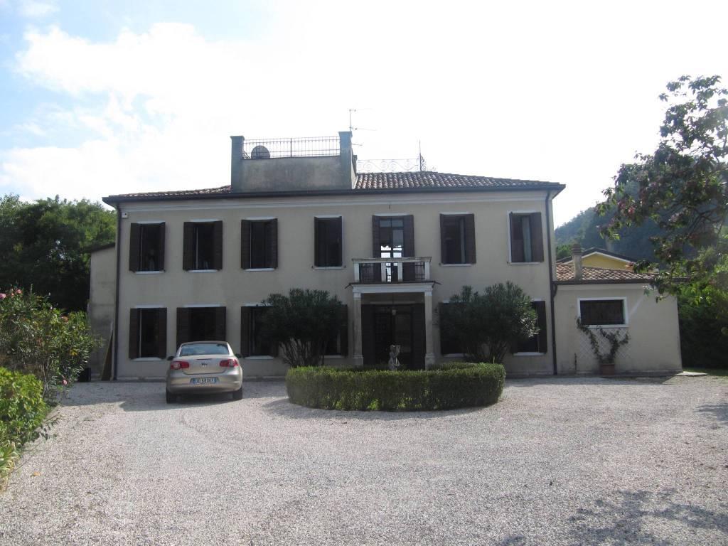 Rustico / Casale in affitto a Teolo, 4 locali, prezzo € 820   CambioCasa.it