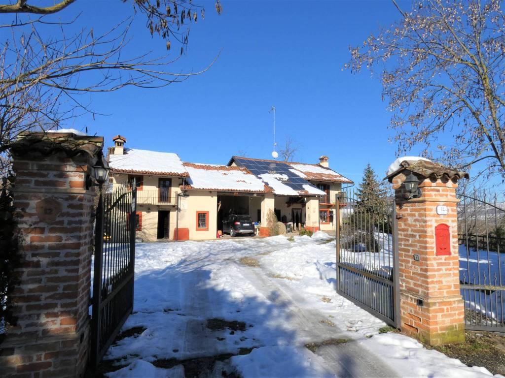Villa in vendita a Lequio Tanaro, 5 locali, prezzo € 230.000   CambioCasa.it