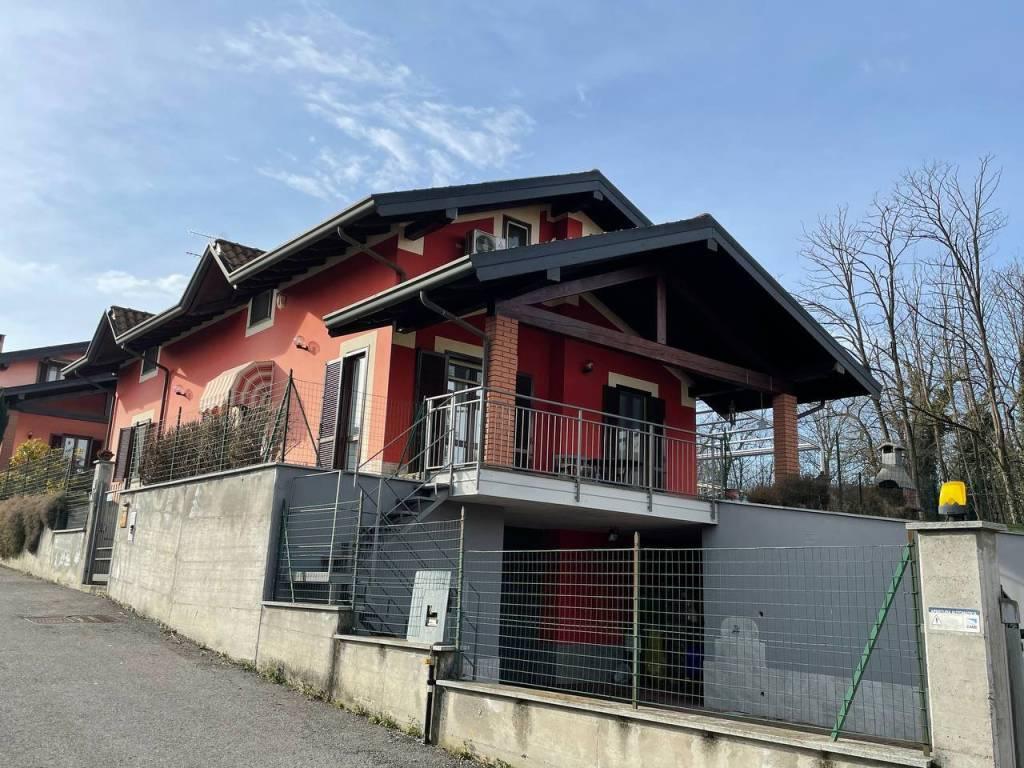 Villa in vendita a Comignago, 6 locali, prezzo € 260.000   CambioCasa.it