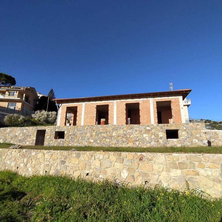 Villa in vendita a Ospedaletti, 4 locali, prezzo € 499.000 | CambioCasa.it