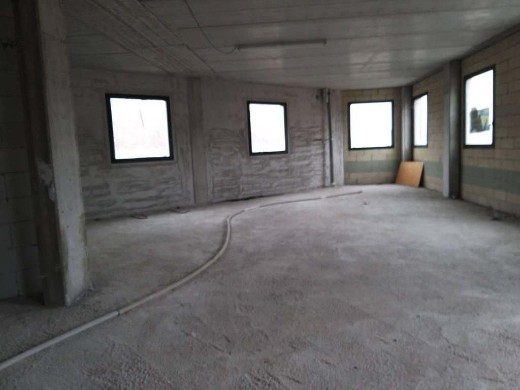 Ufficio / Studio in vendita a Senna Comasco, 1 locali, prezzo € 99.000 | CambioCasa.it
