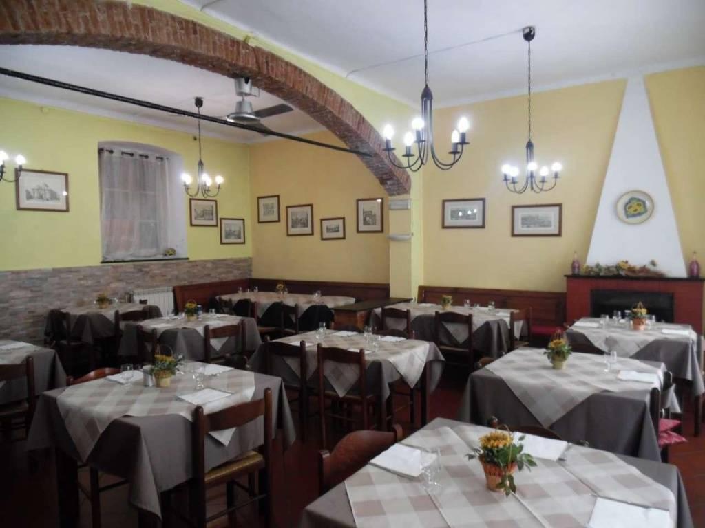 Ristorante / Pizzeria / Trattoria in vendita a Campomorone, 3 locali, prezzo € 120.000   CambioCasa.it