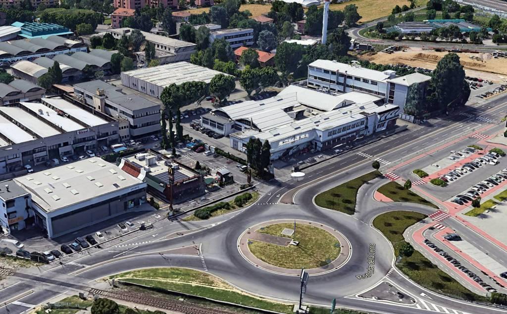 Capannone in Affitto a Bologna Periferia Sud: 2 locali, 715 mq