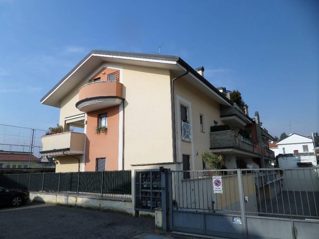 Appartamento in vendita a Rescaldina, 3 locali, prezzo € 159.000 | CambioCasa.it