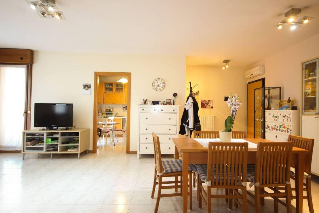 Appartamento in vendita a Camisano Vicentino, 7 locali, prezzo € 155.000 | CambioCasa.it