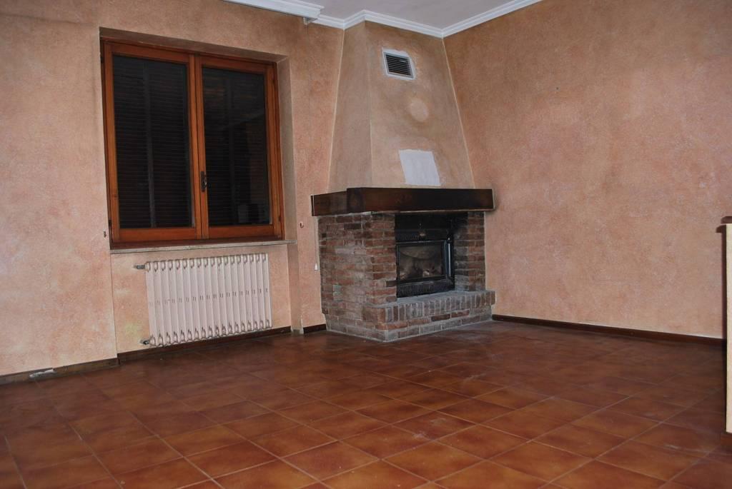 Appartamento in vendita a Alba, 5 locali, prezzo € 190.000 | CambioCasa.it
